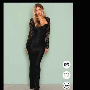 Säljer denna extremt fina balklänning från Nelly.com pga fel storlek och glömt skicka tillbaka. Helt oanvänd! Nypris 899kr ✨ självklart kan jag skicka egna bilder om det önskas, frakten står köparen för!