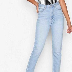 Säljer mina Dr denim jeans i modellen NOVA. I en mycket fint skick. Har dock sytt in midjan, så den är i stl 27, men 34 i vanlig storlek. Man kan lätt sprätta upp stygnen! Träffas upp i Karlskrona & Kristianstad. Alt frakt, som köparen betalar.