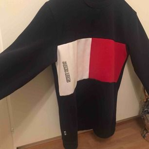 Min älskade SKTB sweatshirt är nu till SALU! Köpt från hemsidan HOLLYWOOD!  Passar S, M, L! Använd fåtals gånger, så i mycket fin skick. Träffas upp i Karlskrona & Kristianstad. Alt frakt, som köparen betalar. 🥰
