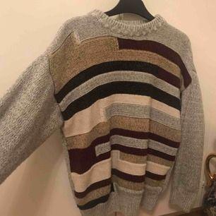 En mycket fin stickad tröja köpt vintage. Nästan aldrig använd av mig. 7kt ball är tröjan! Träffas upp i Karlskrona & Kristianstad. Alt frakt, som köparen betalar. 🥰