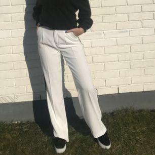 Byxorna passar mer för dom som har storlek S eller M