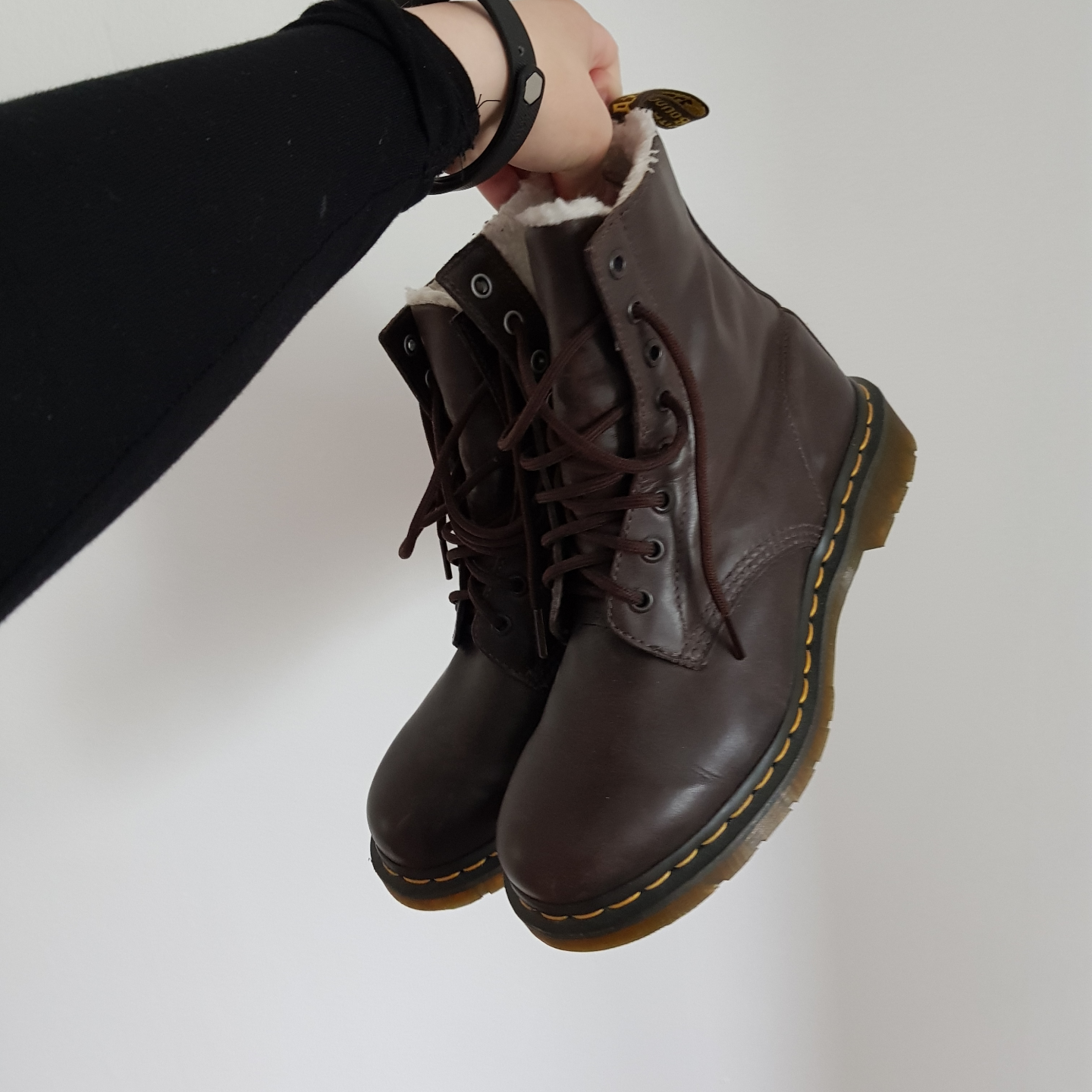 a little wrong season to sell maybe the menu! a pair of super-cool dr Martens with lining in brown, bought for type 1900 buckles but unfortunately they were never my style so mostly lain in the box in the closet, hence very good condition!. Skor.