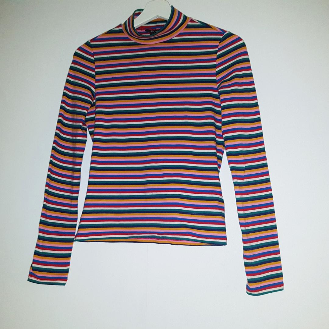 Superfin randig tröja från Monki. Regnbågens alla färger 😉 frakt tillkommer på 18 kr!. Toppar.