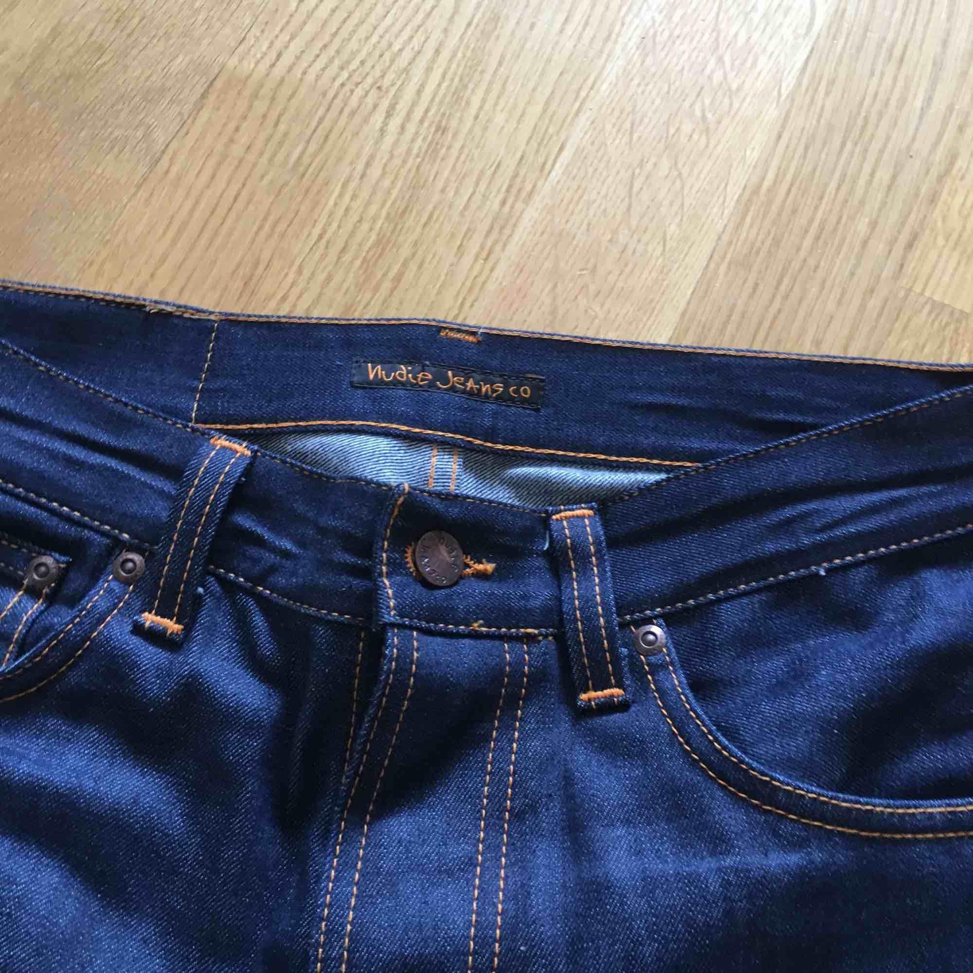 Helt oanvända nudie jeans i storlek 28.. Jeans & Byxor.