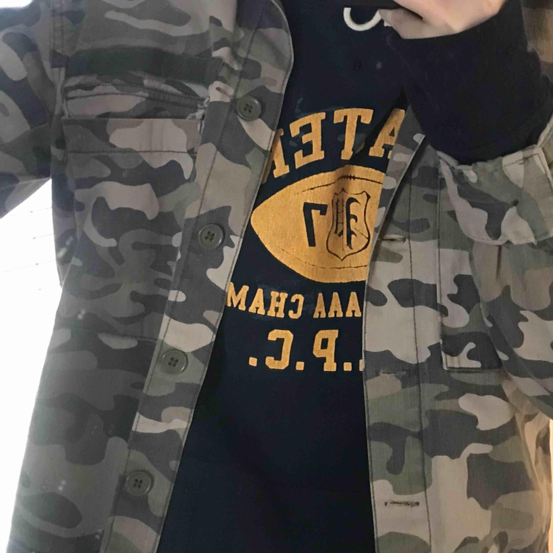 Snygg trendig militärjacka från Pull&Bear! . Jackor.