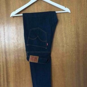 LEVIS Jeans i modellen 721 High Rise Skinny strl 26/28  Mycket sparsamt använda, väldigt bra skick! Frakt: 59kr