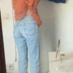 Underbara Levis jeans, köpta i rikitga butiken, men säljes pga för små... supernajs passform, pris kan diskuteras vid snabb affär! Nypris: 1200! 🛹💯 frakt ingår! Men möts helst upp i stockholm😛🤙🐁