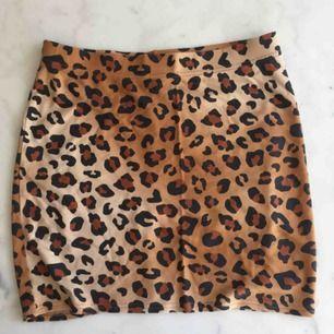 Leopard kjol från Monki,