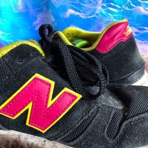 Sneakers / svarta / 39 🌱  Eventuell frakt tillkommer ✨