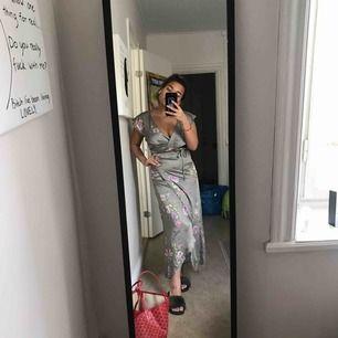 Sommar klänning från Bikbok. Slut såld! Super fint skick! Endast använd 2-3 gånger