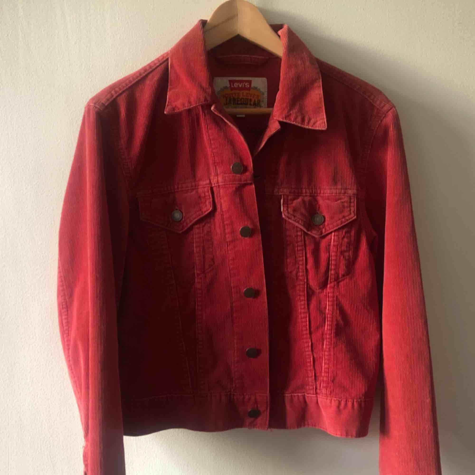 68f2bcc92d38 Märkt med Irregual på Vintage Manchester jeansjacka från Levis. Troligtvis  tidigt 80-tal.