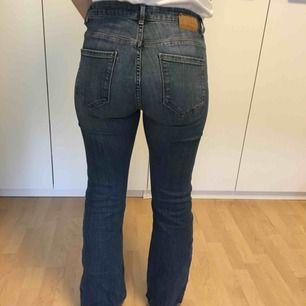 Bootcut jeans från Lindex. Dom är uppsydda efter mig som är 160cm lång❣️