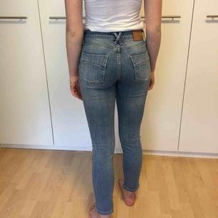 Jeans från märket 365. Hon på bilden är 171cm lång❣️