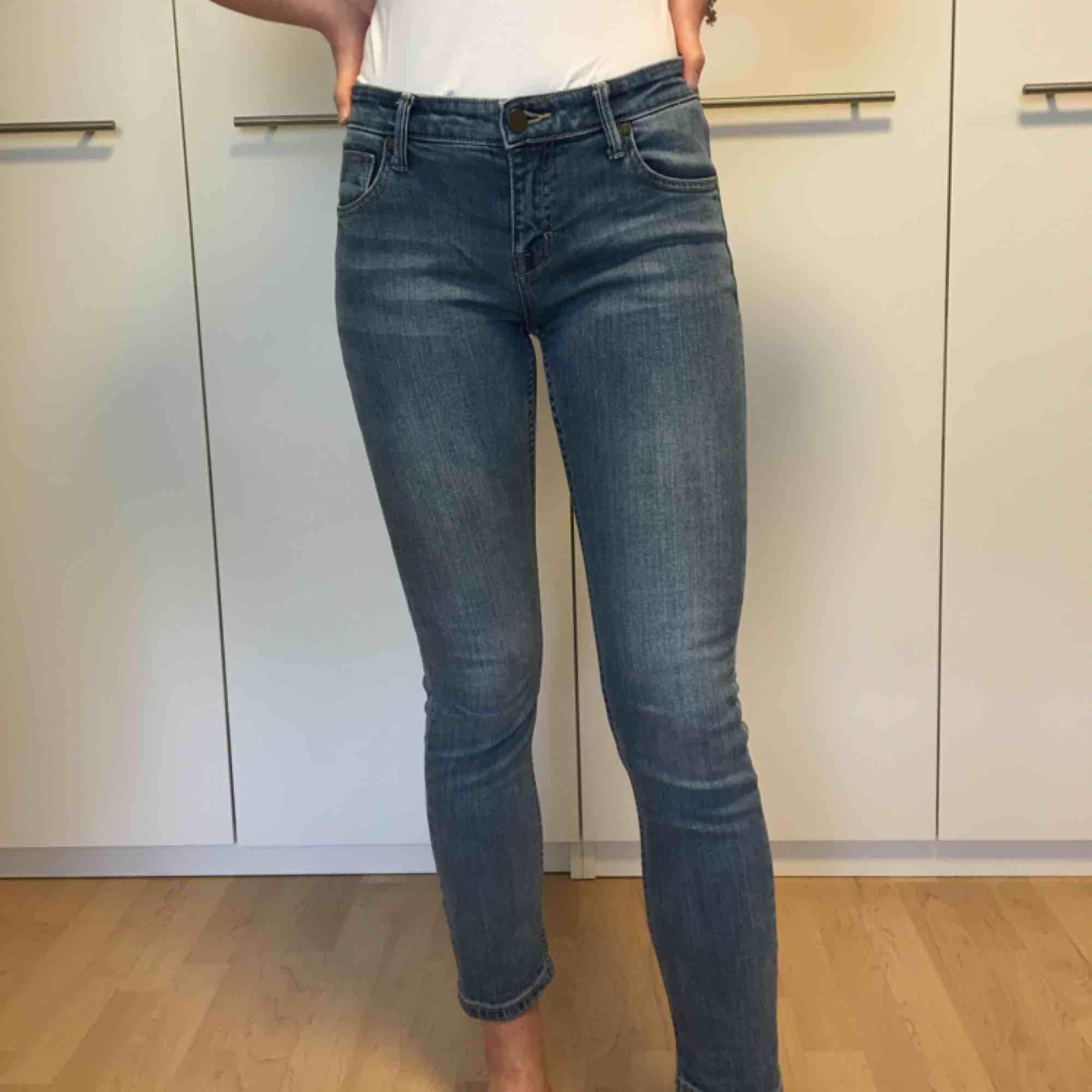 Jeans från märket 365. Hon på bilden är 171cm lång❣️. Jeans & Byxor.
