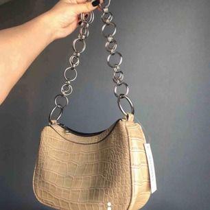 SÖKER denna väska, skriv t mig om ni säljer en sån här eller om ni vet någon!!!👍🏼👍🏼👍🏼