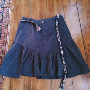 Brun kjol märkt L, kan nog säkert passa XL med