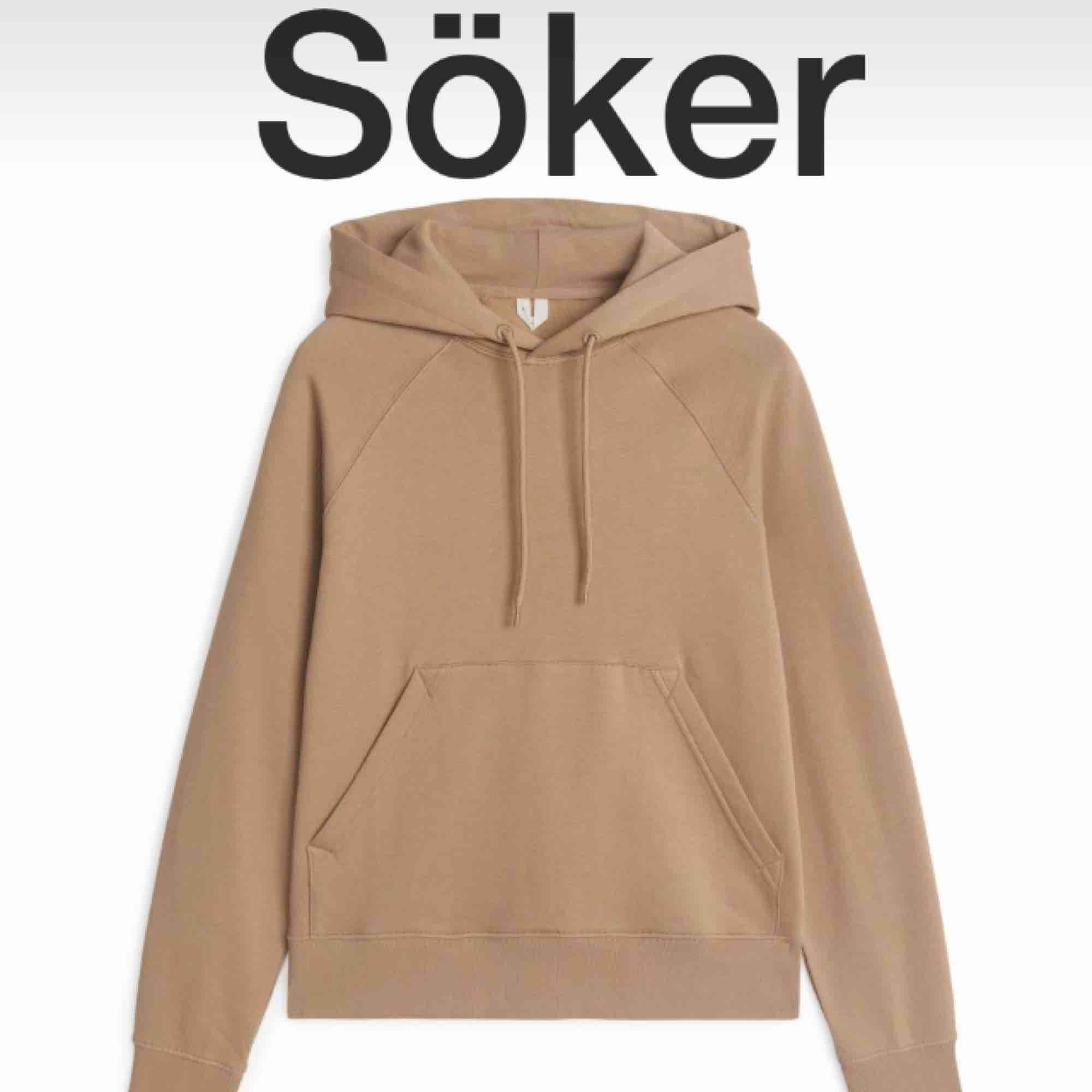 Hej! Söker denna hoodie från arket i storlek XS eller S, möjligtvis går även M bra. Hör gärna av dig om du har en som du vill sälja💟. Huvtröjor & Träningströjor.