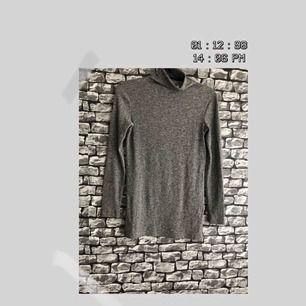 """En mörk grå tröja med krage och """"öppna sidor""""/ side slit från BIKBOK. För fler bilder går det bra att fråga :) Frakt förekommer. Kan mötas upp i Göteborg."""