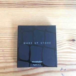 Skitfin lila shimmrig ögonskugga från Make up store. Kan mötas upp i Uppsala annars står köpare för frakt. Aldrig använd kontakta för fler bilder