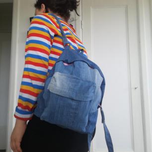 Jeans ryggsäck, liten och gullig. Köpt på secondhand och det ser ut som att den är handsydd.