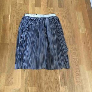 en söt kjol från rut & circle som bara är använt ett fåtal gånger 💙