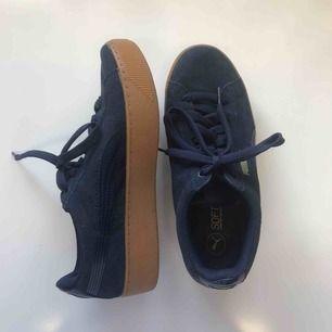 Platform sneakers från Puma, aldrig använda. originalpris 700kr Köparen står för frakt ⭐️