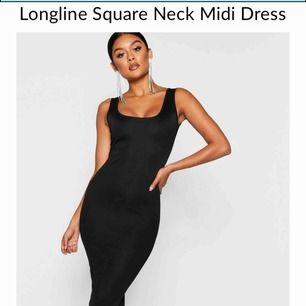 Enkel svart klänning som alltid går hem, har redan en så säljer denna. Helt oanvänd ligger fortfarande i paketet. 🥰