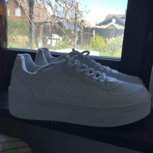 Vita skor från Nelly,
