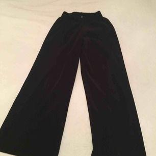 Plisserad byxor från bik bok str s