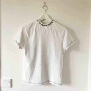 T-Shirt från ACNE, stl XS. Det står XXS i lappen men den är helt klart en XS. Fint skick.