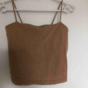 brun/beige linne från ginatricot. storlek S men kan nog även passa XS