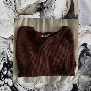 stickat långärmad tröja från Zara. Aldrig använd heller. Passar nog även XS