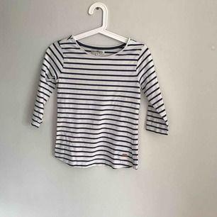 Hampton republic tröja med trekvartslånga ärmar! Jättefint skick! Inget fel på tröjan! Säljer för att den är för liten!