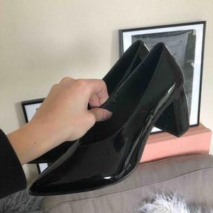 Trendiga skor från & other stories. Använda en gång så i superfint skick! I äkta läder!