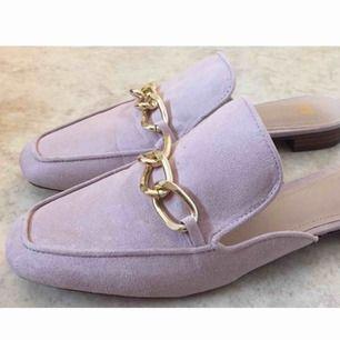 Supersöta slip in skor i gammelrosa från H&M i strl 40 🌸 Sparsamt använda.  📬 Frakt 63 kr