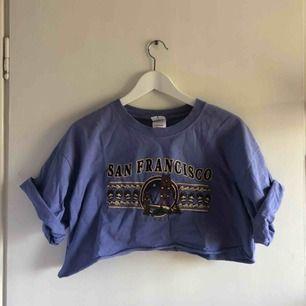 Croppad t-shirt köpt på Beyond Retro! Kan mötas upp i stockholm ✨🌼⭐️