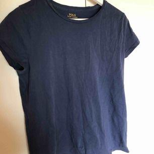 Fin och skön t-shirt från Ralph Lauren. Storlek M. Använd typ 3-4 gånger