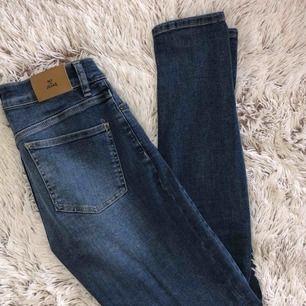 Oanvända helt nya jeans från NLY jeans.  Frakt tillkommer.