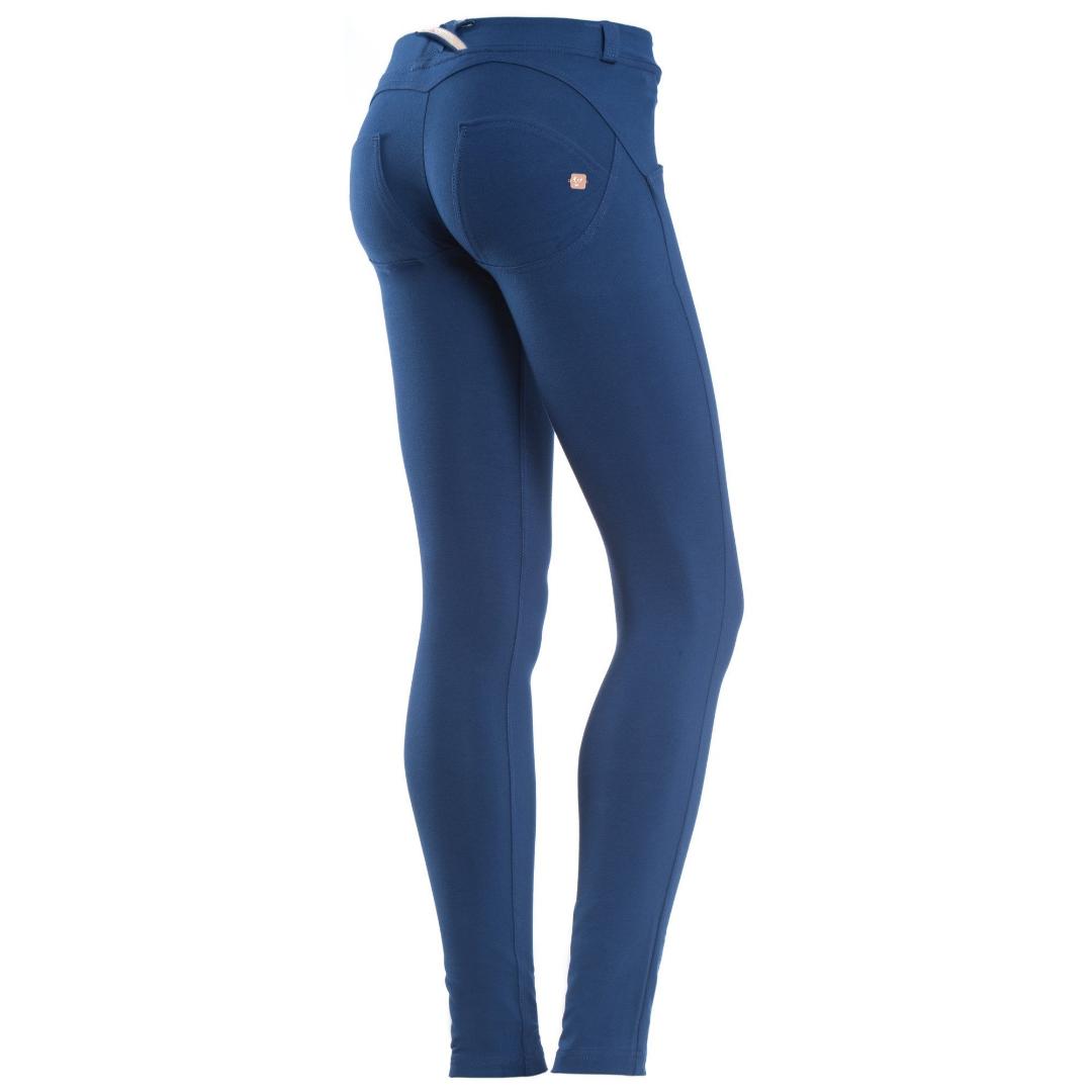 Äkta, nypris 800 kr. Sparsamt använda . Jeans & Byxor.