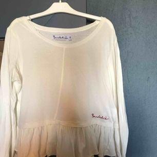 Jättefin långärmad tröja den är använd endast fåtal gånger och i jättebra skick