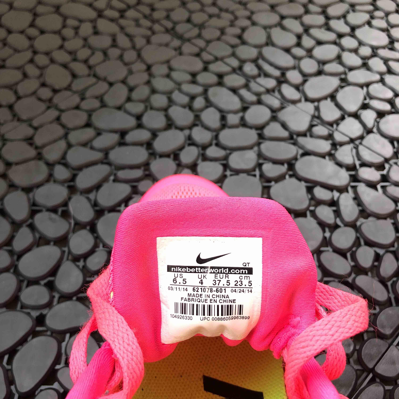 Heta Nike Air Max löparskor original. Använder aldrig då jag köpt en halvstorlek mindre.. Skor.