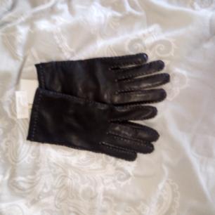 Dam handskar från Vera, ny pris 499:- Mitt pris 200