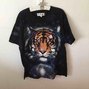 As cool t-shirt, fiiiint skick!