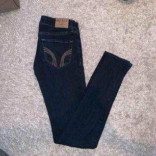 Hollister jeans stl 23/31, fint skick! Inte mkt använda