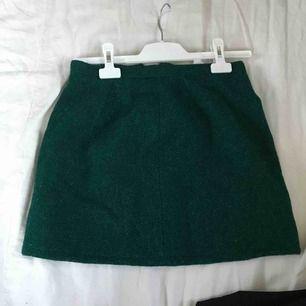 """Jättensnygg """"stickad"""" kjol köpt på Emmaus, men jag har inte använt den. Lappen kvar. Dragkedja trasig men jag skickar med en extra."""