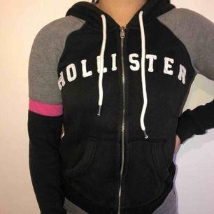 Snygg hoodie ifrån hollister. Använd fåtal gånger, mycket bra skick.