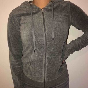Superskön hoodie ifrån Cubus. Använd fåtal gånger, bra skick.