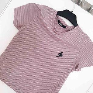Helt ny t shirt från bikbok🌸🌸