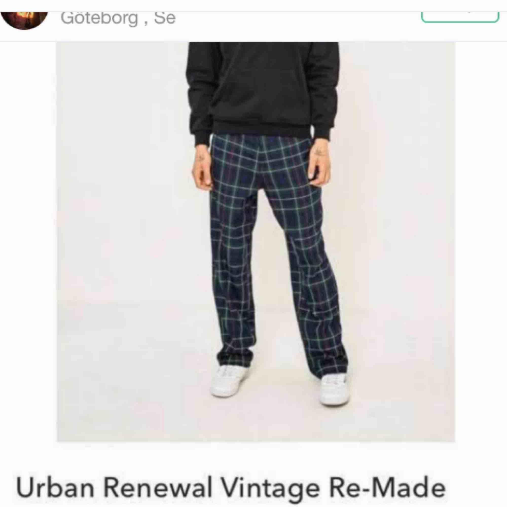 Ascoola byxor köpta här på plick, men är ursprungligen från urban outfitters. Passar både tjejer och killar. Frakt ingår :)  (bilder lånade från förra säljaren). Jeans & Byxor.