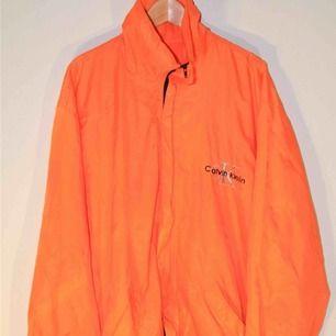 Riktigt snygg vintage calvin klein jacka, skriv för mer bilder:) Priset är inkl. Frakt😇